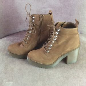 Aldo tan  'construction' style ankle boots 7.5
